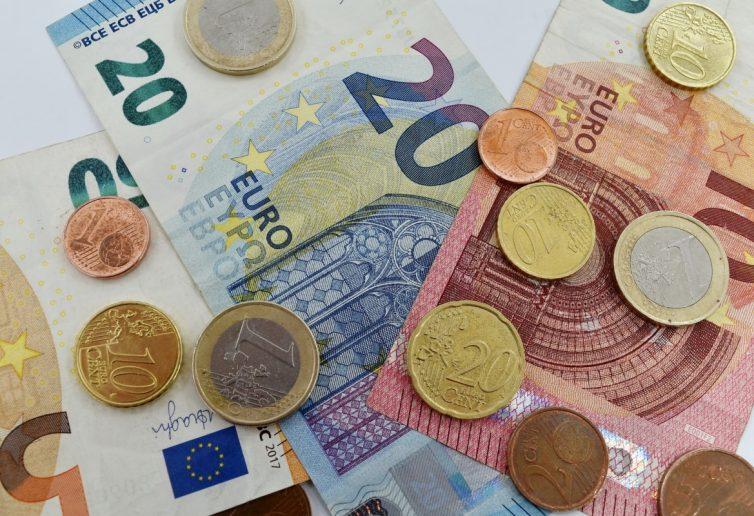 banconote e monete di euro