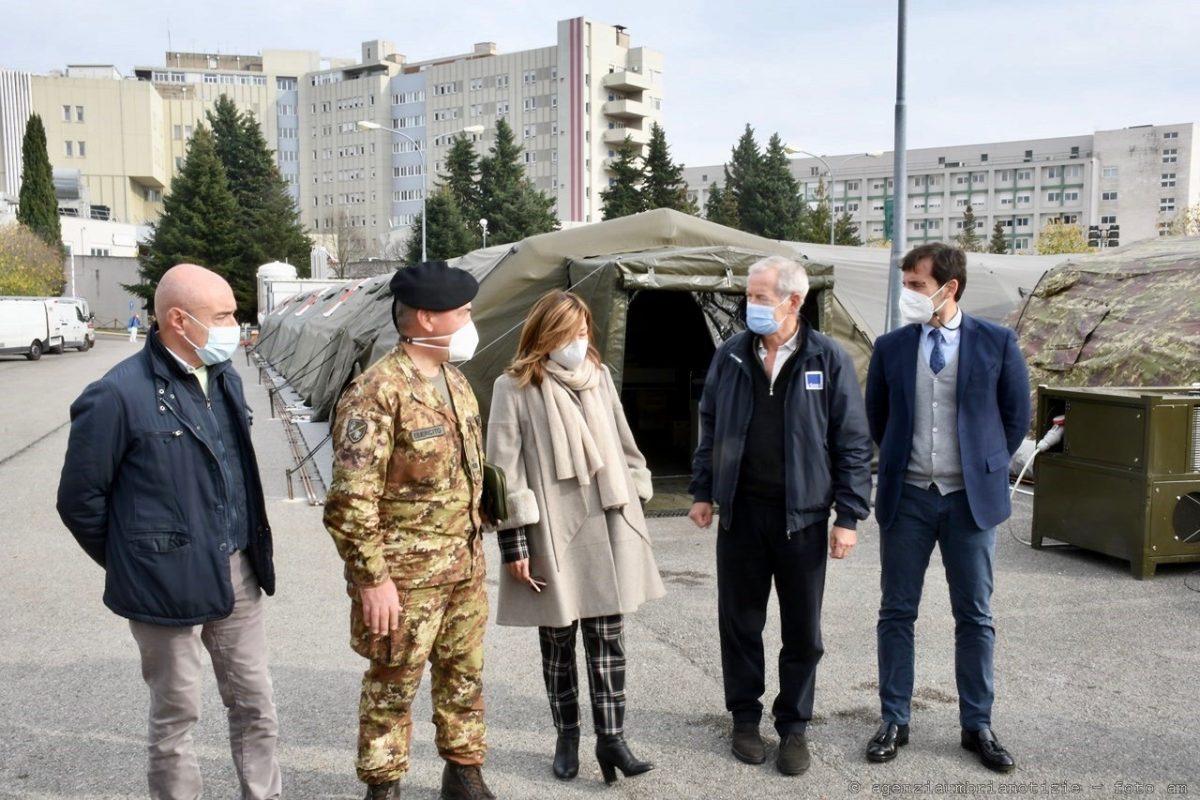 Bertolaso e Tesei in visita all'ospedale da campo di Perugia